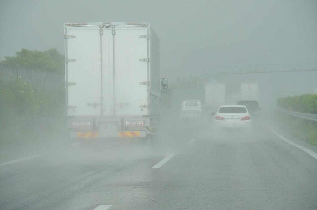 雨の日の軽貨物ドライバー